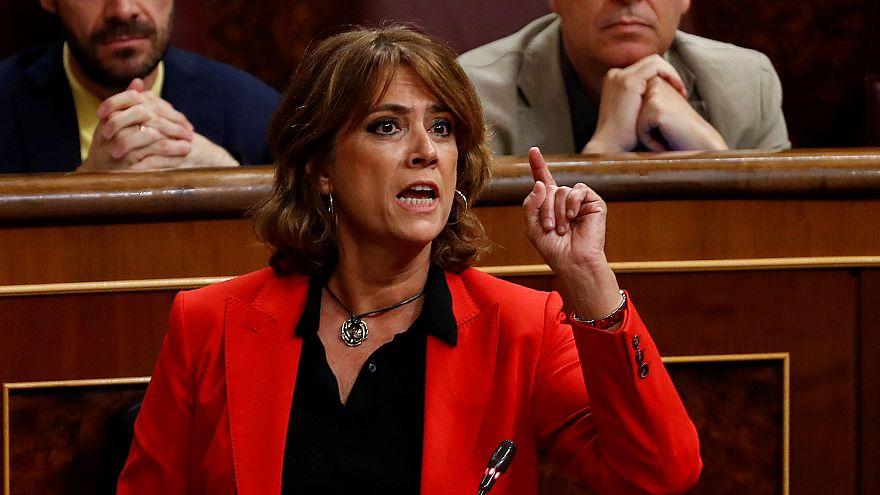 La ministra española de Justicia, Dolores Delgado, gesticula durante una se