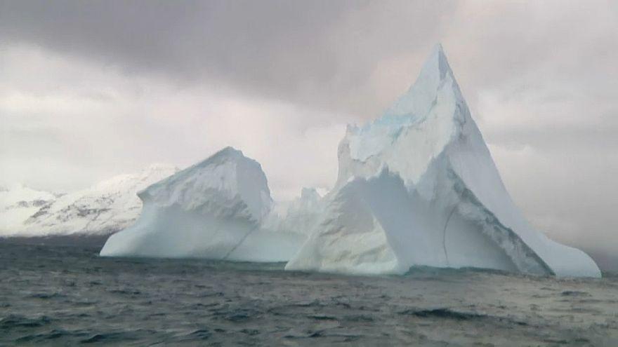 شاهد: جبل جليدي ارتفاعه 200 متر يتحرك باتجاه آيسلندا