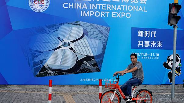 Una valla publicitaria de la China International Import Expo, en Shanghai,