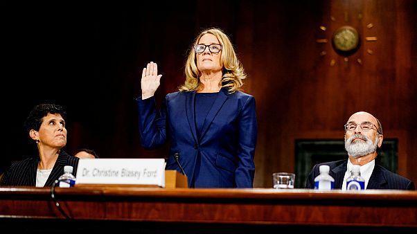 Christine Blasey Ford prête serment lors de son audition devant le Sénat