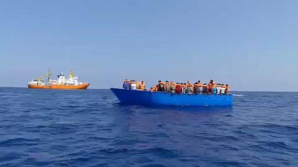 """""""أكواريوس2"""" لازالت في عرض البحر رغم الاتفاق على استقبالها"""