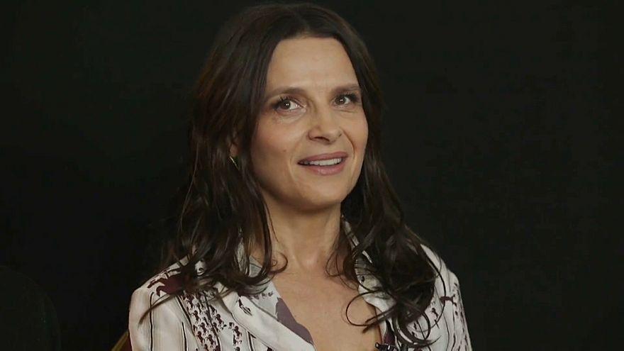 La actriz francesa Juliette Binoche en una entrevista con Euronews.