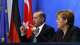 Erdoğan: Can Dündar bir ajandır, Merkel: PKK ile Gülen Hareketi'ni eş tutamayız