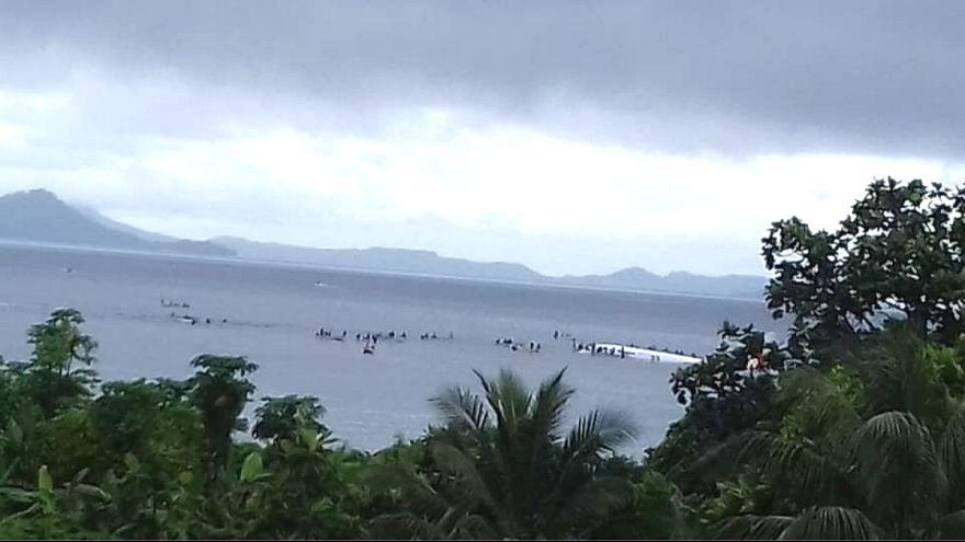 Mikronezya'da yolcu uçağı denize düştü: Can kaybı yaşanmadı
