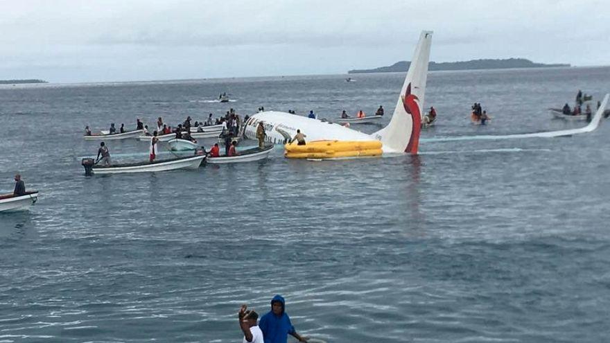 Chute d'un Boeing 737 dans un lagon de Micronésie.
