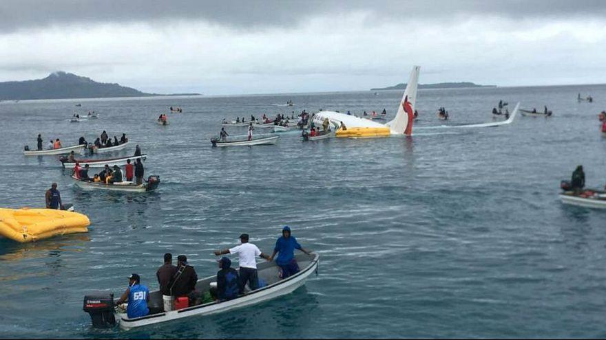 فرود هواپیما با ۴۷ سرنشین در آبهای اقیانوس آرام