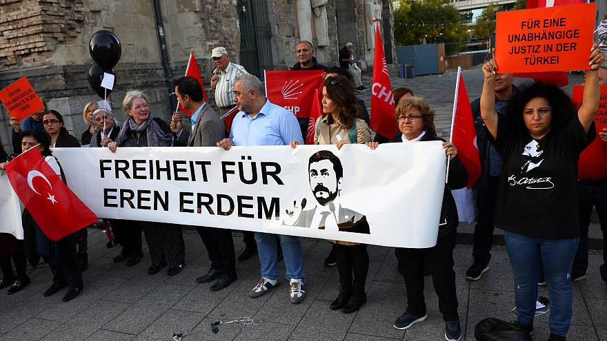 Erdogan visit to Germany prompts rival demonstrations