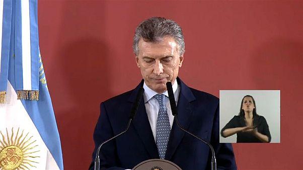 "Macri anuncia ""meses difíciles"" para Argentina"
