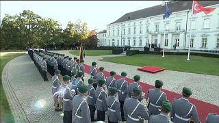 Erdoğan-Besuch: Türkische Flagge vor Schloss Bellevue