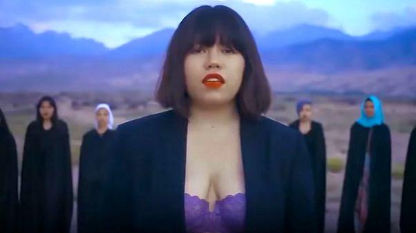 Kırgızistan'da kadın haklarını savunan genç sanatçı ölümle tehdit ediliyor