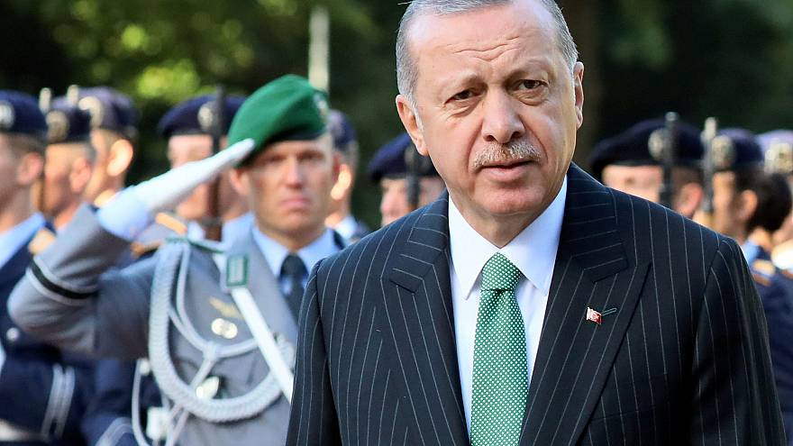 Erdogan calls for extradition for Gulen and Dundar during meeting with Merkel