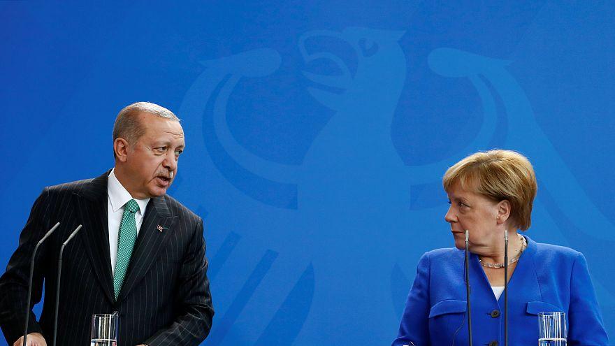 Tímido acercamiento entre Merkel y Erdogan