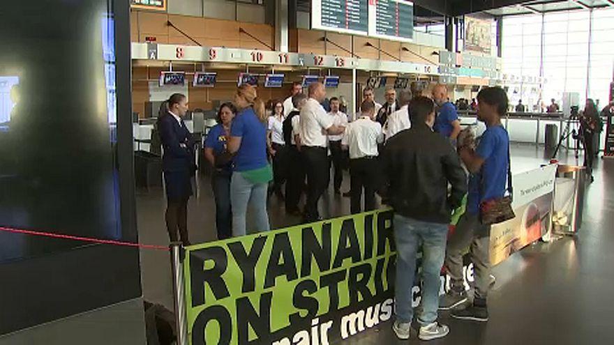"""""""Les esclaves en cravates"""" de Ryanair en grève"""