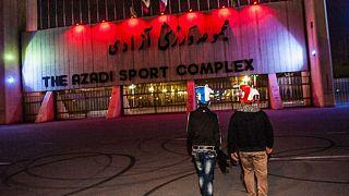 ورزشگاه آزادی بعد از دربی استقلال و پرسپولیس؛ زورگیری با سلاح سرد از تماشاگران