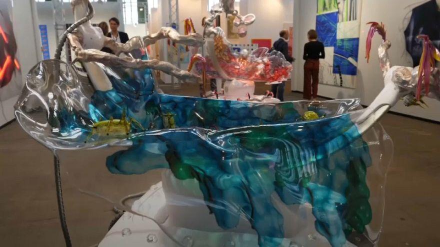 Berlin draws crowds for Tempelhof art fair