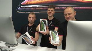 Russos entusiasmados com o iPhone XS