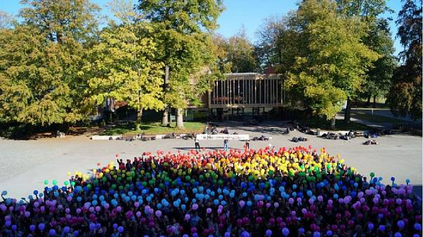 Bunter Protest für einen schwulen Referendar an einer Schule in Borken