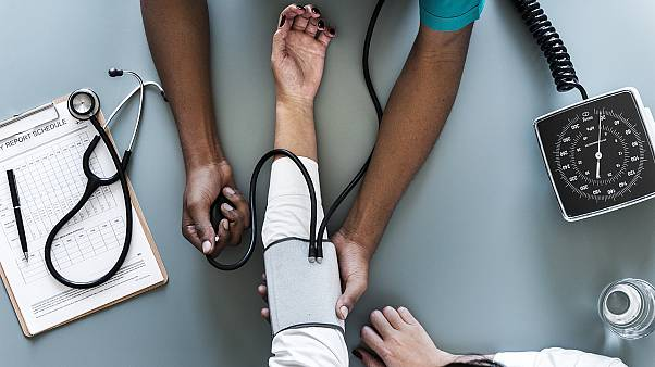 """فجوات كبيرة بالأجور على أساس """"عرقي"""" في هيئة الخدمات الطبية البريطانية"""