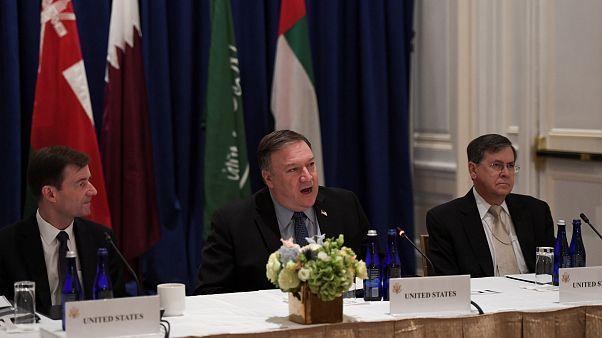مایک پمپئو نمایندگان قطر و عربستان را سر یک میز نشاند
