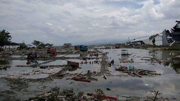 Endonezya'daki depremde bilanço ağırlaşıyor: En az 384 ölü