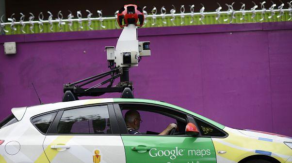 سيارة غوغل مزودة بكاميرات تجوب شوارع لندن/ أكتوبر 2016