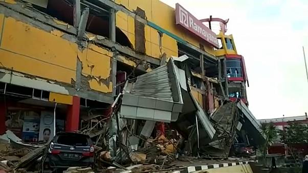 Жертвы и разрушения после землетрясения и цунами в Индонезии
