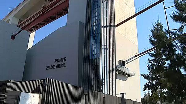 Portekiz: Cam asansör ziyaretçileri 'gökyüzüne' taşıyor