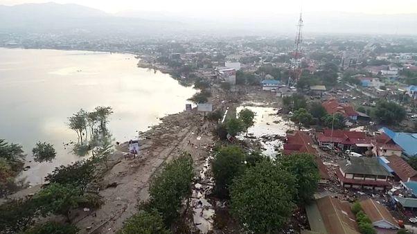 Indonesia: Ya son más de 830 los muertos por el terremoto y el tsunami