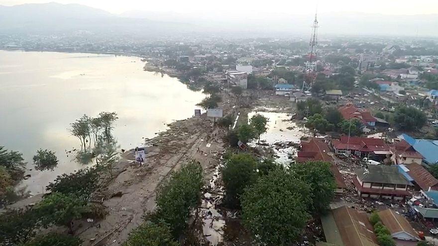 مسؤول رسمي: عدد ضحايا الزلزال وتسونامي في إندونيسيا وصل إلى 832 قتيلا