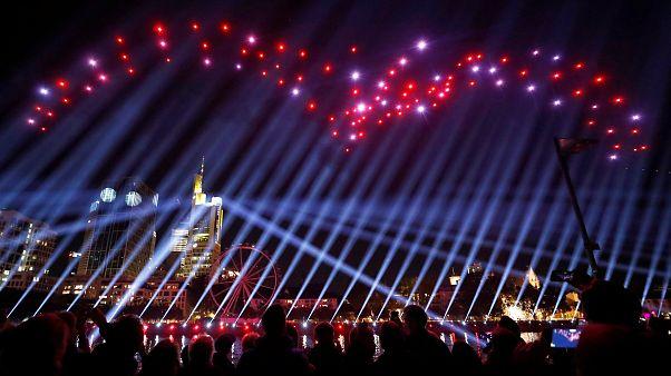 """Drohnen-Show in Frankfurt: 10 Fotos und Videos aus der """"neuen Altstadt"""""""
