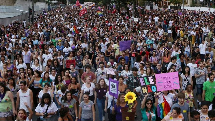Mulheres aos milhares contra Bolsonaro