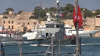 Llegan a Malta, tras días en el mar, los 58 migrantes recatados por el Aquarius