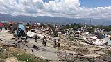 Rettungstrupps in den Trümmern von Palu