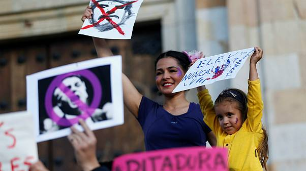 Des femmes manifestent contre Jair Bolsonaro au Brésil