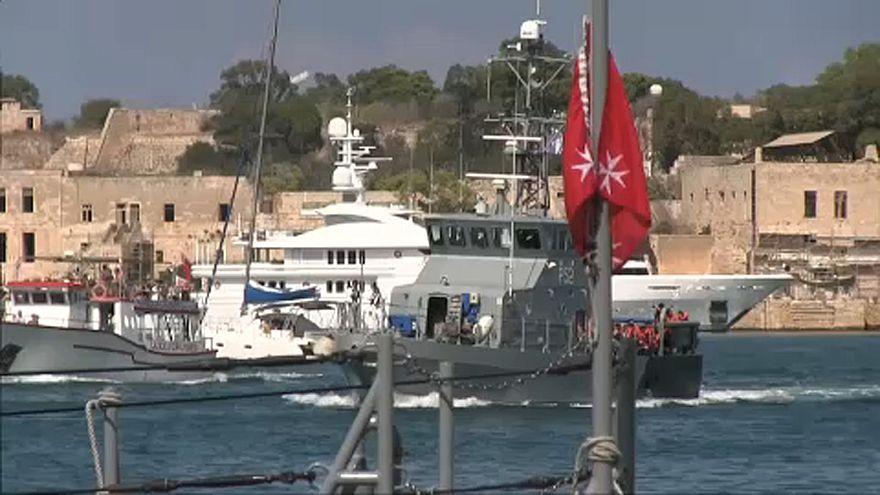 """المهاجرون الـ58 على متن """"أكواريوس"""" يصلون إلى مالطا"""