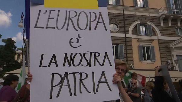 Pd unito a Roma contro il governo. A Milano manifestazione anti-intolleranza