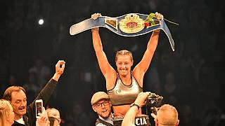 الملاكمة ليسيا بودرسة تحرز أول لقب عالمي لها في وزن الريشة