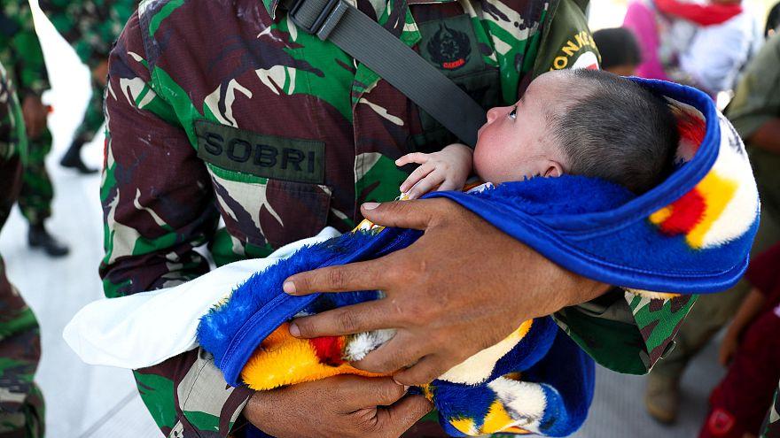 Землетрясение разлучило детей с семьями