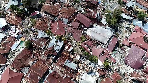 Vítimas mortais enterradas em valas comuns na Indonésia