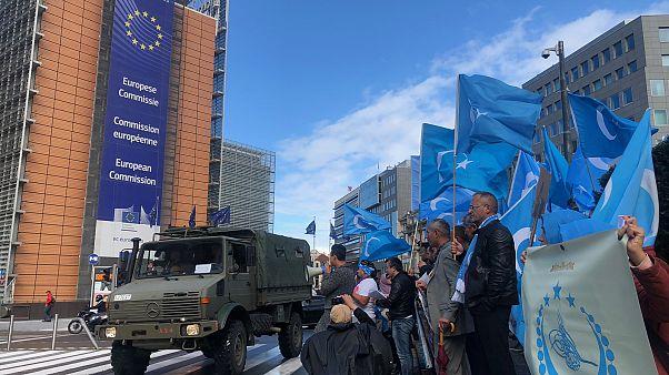 Uygur Türkleri AB kurumları önünde Çin'i protesto etti