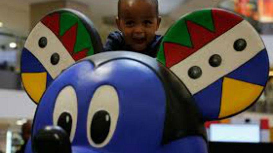 Mickey Mouse 90. yaşını Afrikalı görünümü ile kutladı