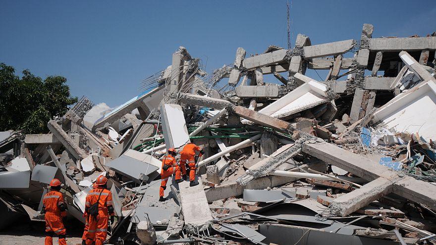 Endonezya'daki deprem ve tsunaminin ardından 48 bin kişi evsiz kaldı