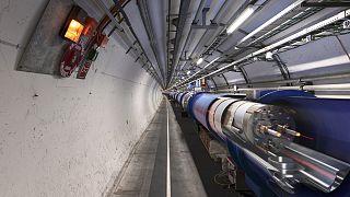 CERN cinsiyetçi bulunan sunumu kaldırdı, bilim insanı ile ilişiğini kesti