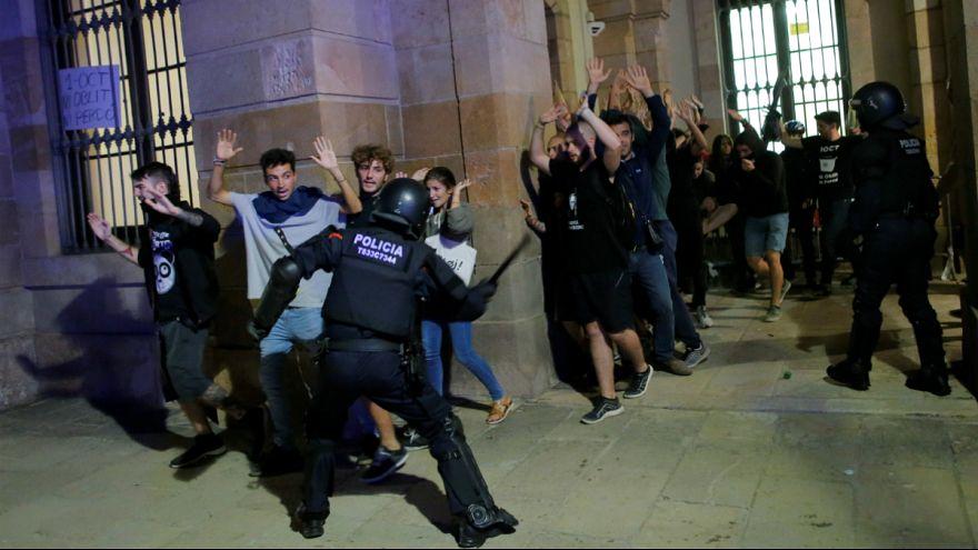 سالگرد همهپرسی استقلال کاتالونیا؛ درگیری پلیس ضد شورش با تظاهرکنندگان