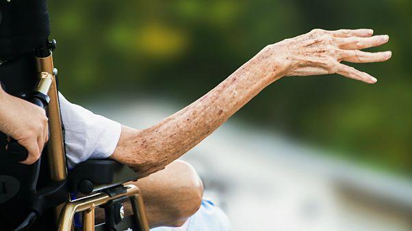 نیمی از زنان و یک سوم مردان در خطر ابتلا به آلزایمر، پارکینسون و سکته مغزی هستند