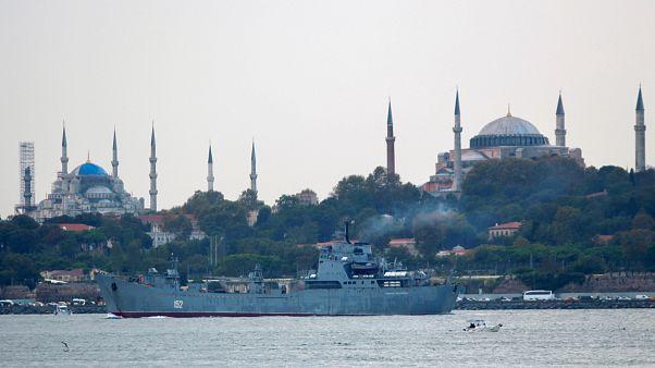 Εντάλματα σύλληψης για 417 Τούρκους που «έβγαλαν» χρήματα στις ΗΠΑ