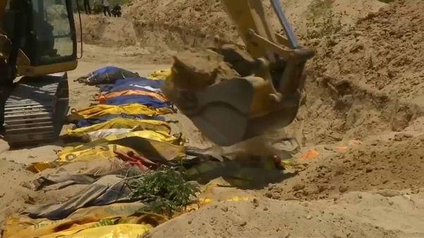إندونيسيا تدفن ضحايا الزلزال والتسونامي في مقابر جماعية تفاديا للأوبئة