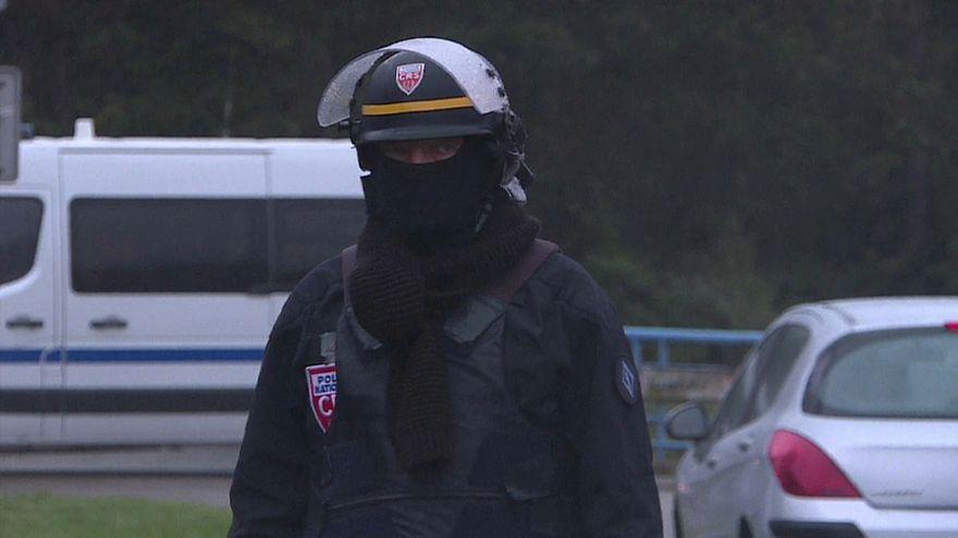 Três detidos em operação antiterrorista no norte de França