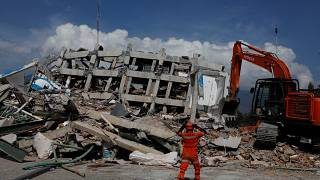 Ινδονησία: Ώρες αγωνίας για εντοπισμό ζωντανών