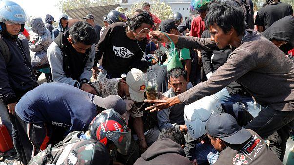 Un homme sorti vivant des décombres à Palu en Indonésie